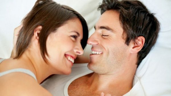 smiling_couple_in_bed